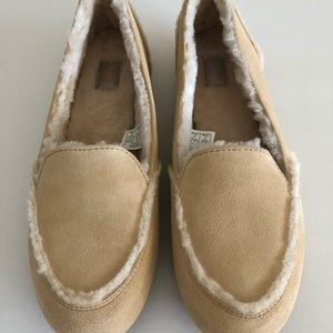 27652d543c8 UGG HAILEY SLIPPER MOCCASINS NEW IN BOX NUDE 11 NWT